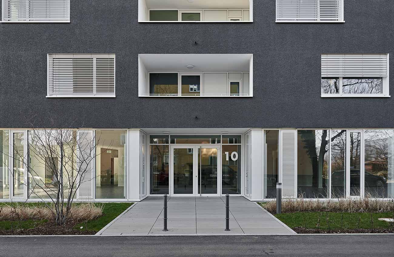 holz-alu-fenster-mehrfamilienhaus-freiburg-02
